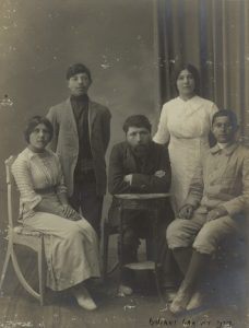 Йосеф Хаим Бреннер с братьями и сестрами. Yosef Haim Brenner with brothers and sisters