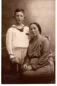 Жена Бреннера, Хая Бройда с сыном Ури Нисаном